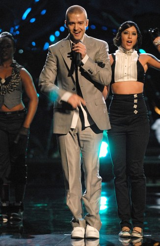 20070912123100-36-401130318-justin-timberlake-vma-s-performance-august-31-2006-h120604-l.jpg