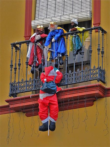 20110106214414-reyes-magos-contra-papa-noel.jpg